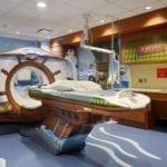 Un Hôpital rassure les enfants en décorant sa salle de scanner - Cover