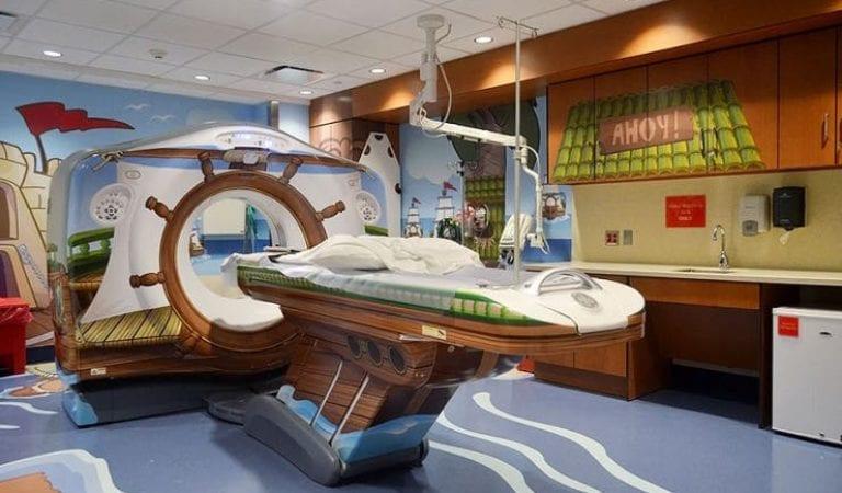 Pour rassurer les enfants malades, cet hôpital a apporté quelques modifications à son scanner!