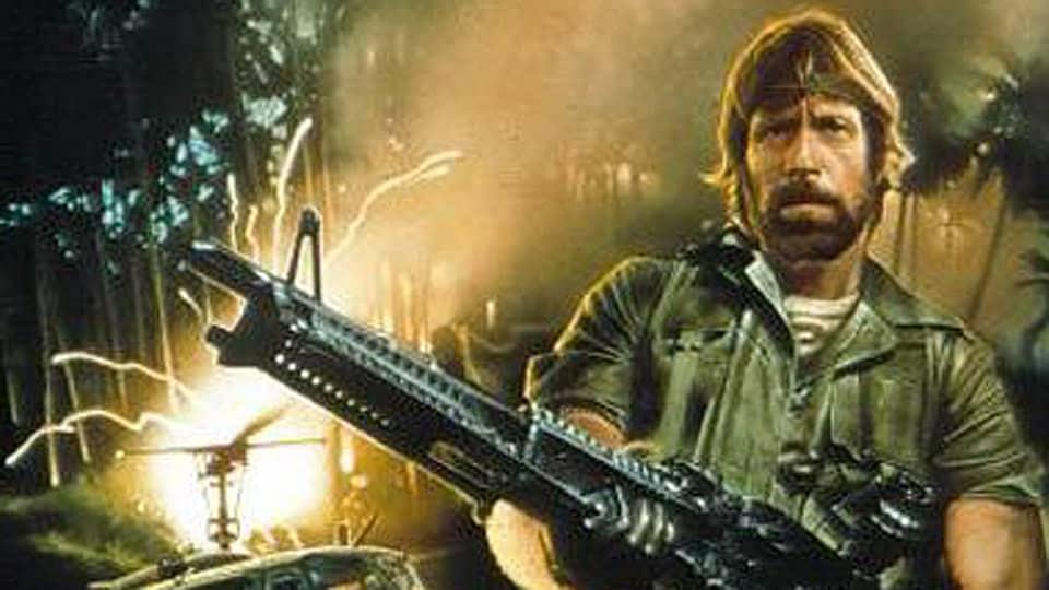 """21 Trends - Chuck Norris et cette réplique insolite dans le film """" Invasion USA """""""