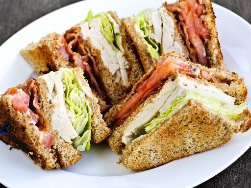 21 Trends - Club sandwich au poulet, bacon & avocat